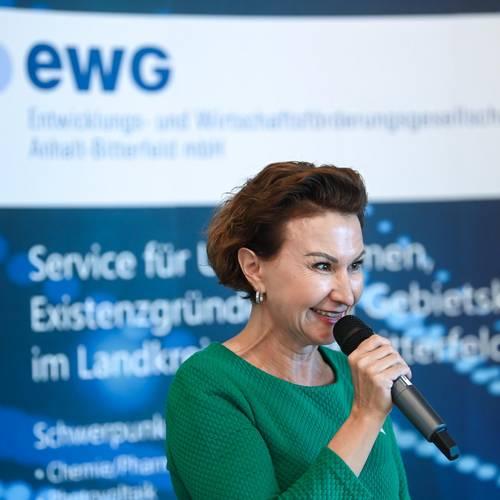 Jetzt geht es los! Moderatorin Elena Herzel, Geschaeftsfuehrerin der EWG, fuehrte charmant durch die Preisverleihung. © EWG Anhalt-Bitterfeld GmbH (Urheber Heiko Rebsch)