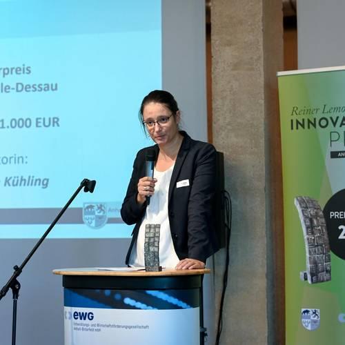 Die Laudatio auf den Sonderpreis der IHK Halle-Dessau hielt Frau Dr. Sophie Kühling © EWG Anhalt-Bitterfeld GmbH (Urheber Heiko Rebsch)